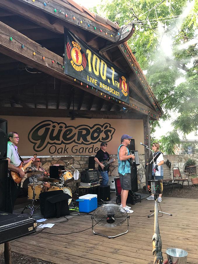 Güero's stage